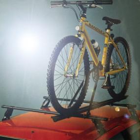 Porte-vélo universel de toit (FAPA RACK SYSTEM) pour cabriolets équipés de barres transversales