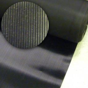 Tapis de sol en caoutchouc noir stries fines