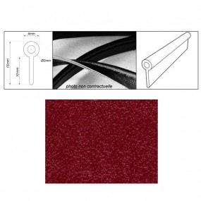 Passepoil réalisé avec le simili rouge grain fin auto-extensible