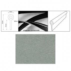 Passepoil réalisé avec le simili gris clair grain fin auto-extensible